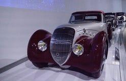 1937年标致汽车301 DS Darl'mat敞蓬车 免版税库存照片