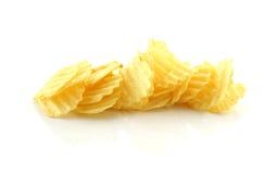 栈在一个空白背景的土豆片 库存照片