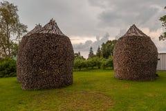 栈在草坪的木头 免版税库存照片