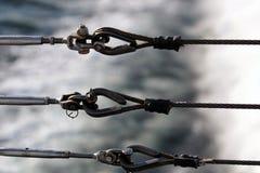 栏杆勾子用水在背景中 免版税库存照片