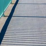 栏杆投掷在桥梁的阴影 库存照片