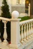 栏杆的角度与房客的 免版税库存图片