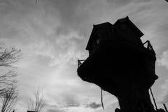 树上小屋,剪影,公园,黑白 免版税库存图片