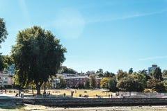 树和议院基斯兰奴海滩的在温哥华,加拿大 免版税库存照片