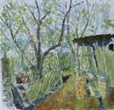 树在农村围场在夏天,篱芭 图库摄影