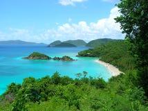 树干海湾看法在美国维尔京群岛 库存照片