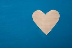 树是速写的深蓝的油漆作为心脏 库存照片
