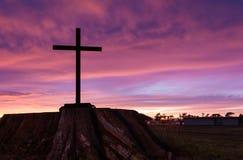 黑树桩十字架 免版税库存照片