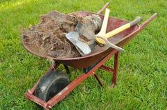 树桩和园艺工具 免版税图库摄影