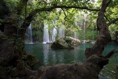 树森林围拢的壮观的Selale瀑布在安塔利亚在土耳其 免版税图库摄影