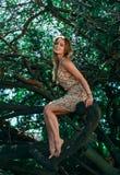 树的美丽的女孩 图库摄影