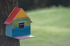 树的鸟房子 库存图片