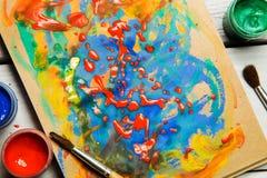树胶水彩画颜料水彩油漆 在纸的图画油漆刷 库存照片