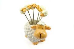 树脂绵羊作为果子牙签 库存图片