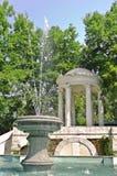 树荫处喷泉 免版税图库摄影