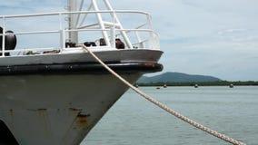 栓下来由系泊缆 白色船弓  影视素材