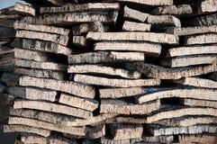 栓皮栎被堆积的吠声  免版税库存照片