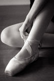 栓鞋子的芭蕾舞女演员 免版税库存图片