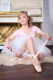 栓Pointe鞋子的芭蕾舞女演员 免版税库存图片