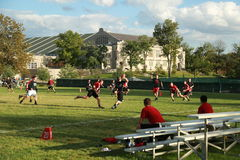 校园橄榄球训练 库存照片