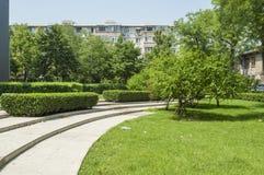 校园绿色庭院 库存图片