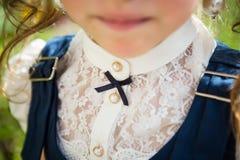 校服的女孩 免版税库存照片