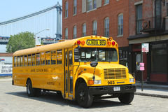 校车在布鲁克林 图库摄影