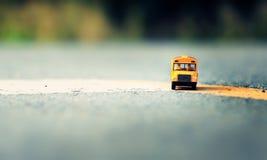 校车玩具模型 图库摄影