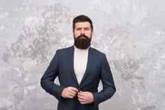 样式和状态的人 人英俊的有胡子的商人穿戴正装 男服和时尚概念 残酷的人 免版税库存图片