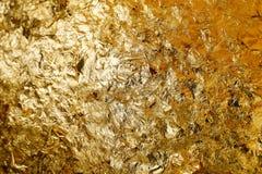 样式和背景的纯净的金叶纹理 免版税库存图片
