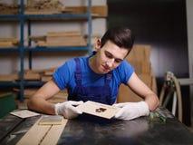 样式和题字被烧的保险开关板材 免版税库存照片