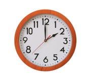 样式在白色bac在两时中隔绝的褐色木头时钟  免版税库存图片