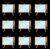 样式的棕色,老,葡萄酒,减速火箭,与凸面显象管的行家电视在与一个天线的一个立场在黑背景 免版税库存照片