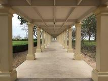 样式走道/走廊在拱廊建筑学, 库存图片