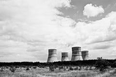 核发电站 原子能pl冷却塔上面  免版税库存照片