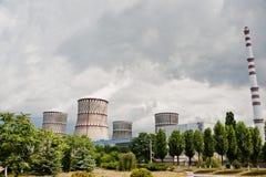 核发电站 原子能pl冷却塔上面  免版税库存图片