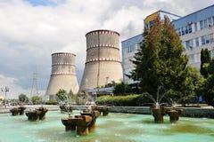 核发电站 原子能pl冷却塔上面  库存图片