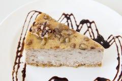 核桃乳酪蛋糕切片特写镜头 图库摄影