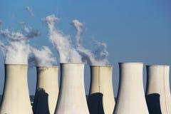 核电站六个冷却塔  免版税库存图片