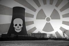 核电站日落日出黑色白色辐射土壤环境 免版税库存图片