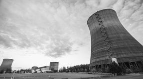核电站有日落天空背景 库存图片
