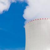 核电站的冷却塔在Temelin,捷克语 免版税库存照片