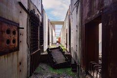 核电站能单位的被放弃的建筑  免版税库存照片