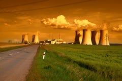 核电站Dukovany在捷克日落的欧洲 库存图片