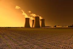 核电站Dukovany在捷克欧洲,日落天空 图库摄影