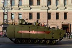 根据一个有为的平台媒介的步兵战斗用车辆跟踪了Kurganets-25 免版税库存照片