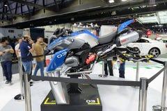 根据乐高技术BMW R 1200 GS冒险成套工具未来派概念翱翔车的 免版税库存照片