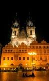 根据在布拉格的灯笼的Tyn教会 库存图片