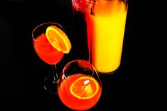 根据堪蓓莉开胃酒利口酒和橙汁的鸡尾酒,著名Itali 库存图片