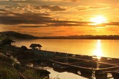 根据日落的Mae Khong河 库存图片